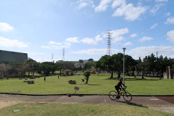 沖縄市「八重島公園」北側エリアの広場