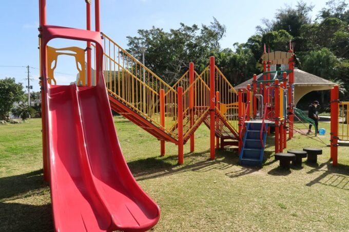 沖縄市「八重島公園」北側エリアのギザギザの遊具