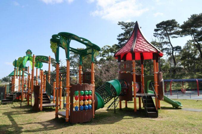 沖縄市「八重島公園」南側エリアの遊具