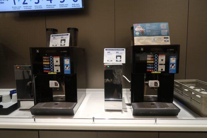 沖縄那覇空港の国内線ANAラウンジのコーヒーマシン