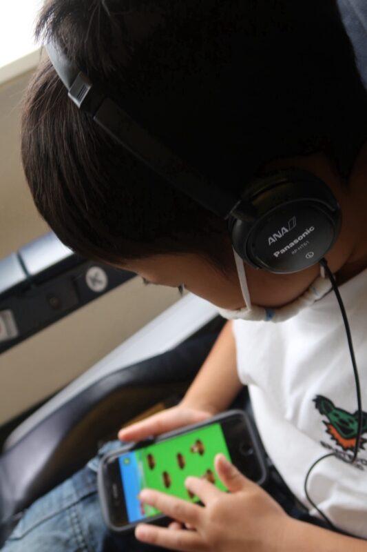 ANA1884便(那覇空港→松山空港)のプレミアムクラスのアメニティ(Panasonicの高性能ヘッドホン)