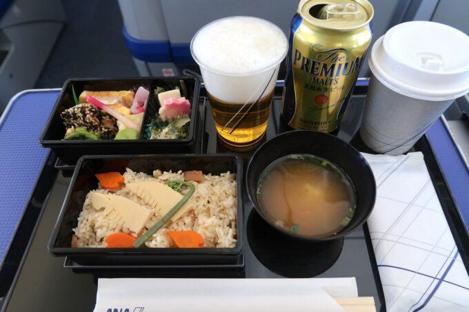 ANA1884便(那覇空港→松山空港)のプレミアムクラスの機内食()