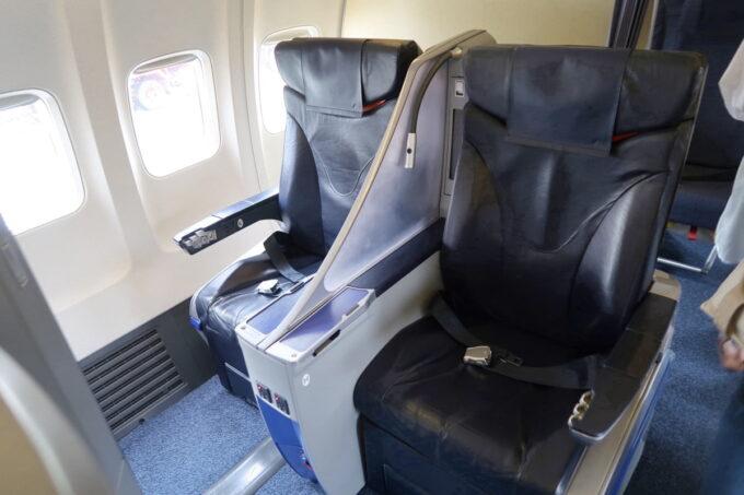 ANA1884便(那覇空港→松山空港)のプレミアムクラスのシート
