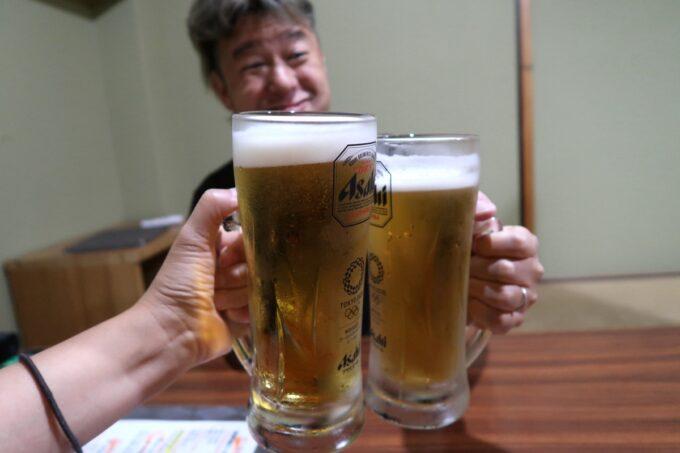 松山市「郷土料理 五志喜」ビールはアサヒスーパードライの大ジョッキ(750円)