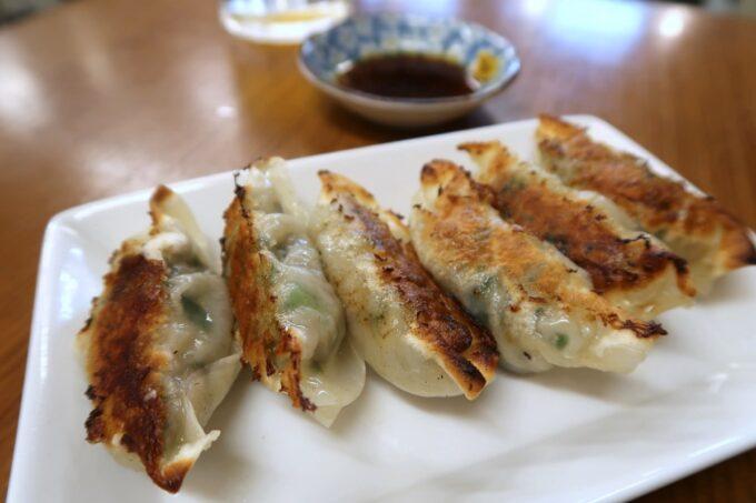 琴平町「ハニー雷蔵」自家製のニラ餃子(焼き、330円)をおかわりした