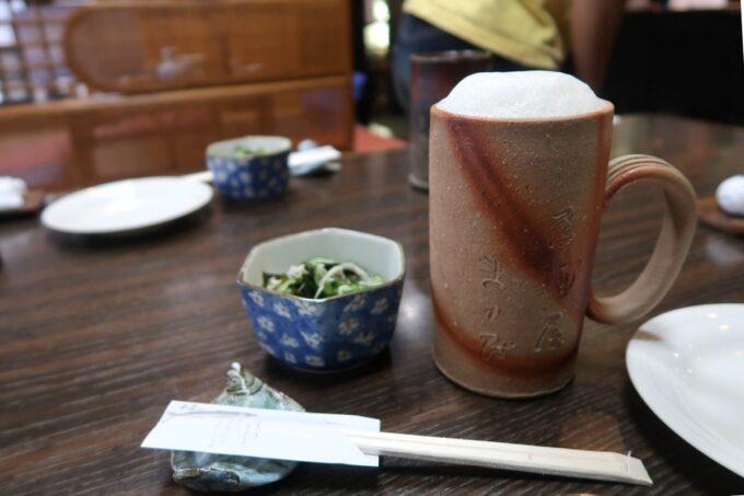 愛媛県松山市「居酒屋まつだ」の生ビール(550円)は陶器に入ってきた