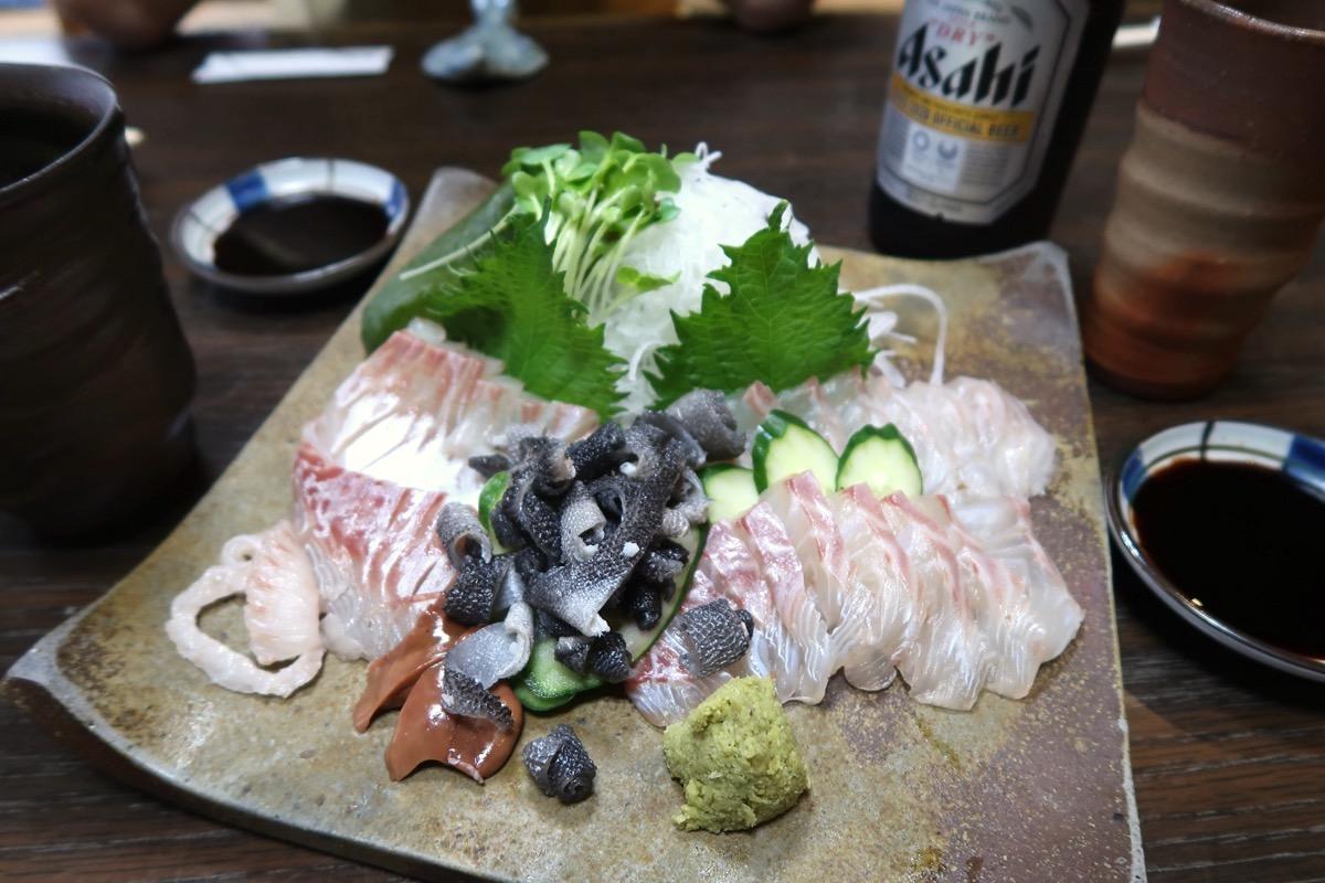 愛媛県松山市「居酒屋まつだ」真鯛の刺身(半身、時価)