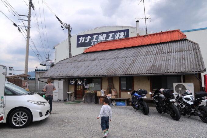 四国中央市「手打ちうどん 菜の家」の外観