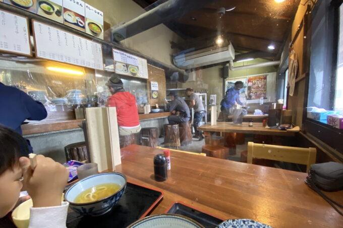 四国中央市「手打ちうどん 菜の家」の店内
