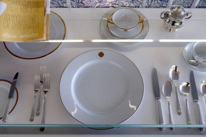 琴平町「神椿」銀座資生堂パーラーの食器が飾られていた