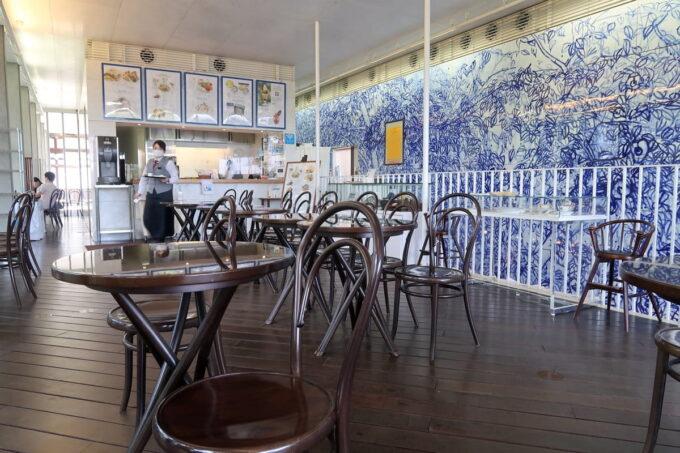 琴平町「神椿」のカフェ店内