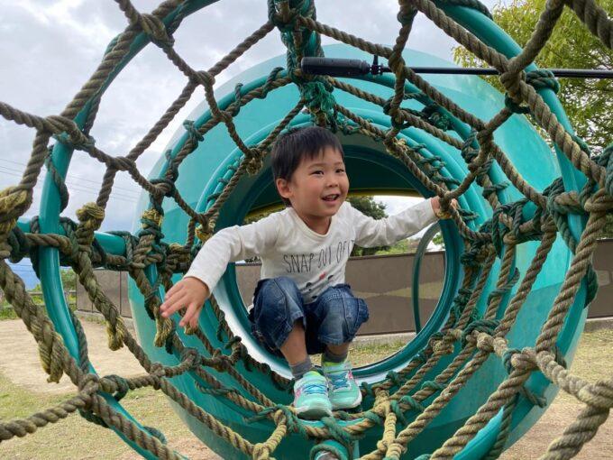 まんのう町「かりんの丘公園」青虫アスレチックに食べられたお子サマー