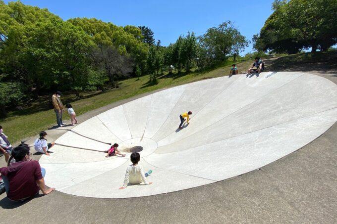 高松市「峰山公園」ちびっこ広場の蟻地獄みたいな遊具