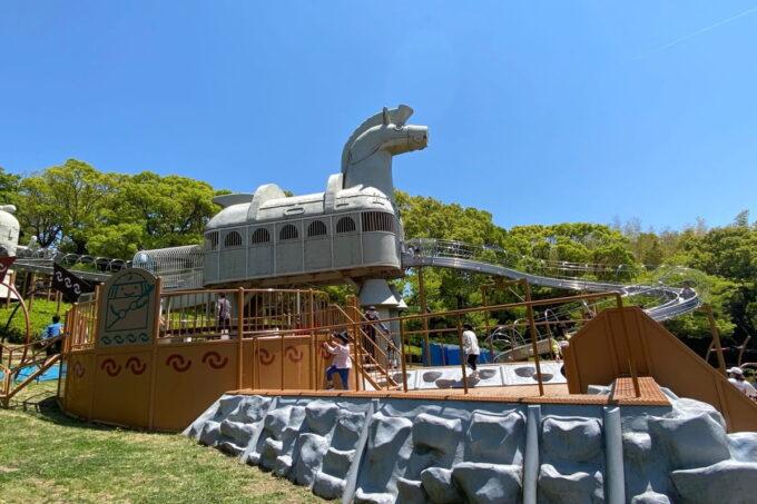 高松市「峰山公園」はにわっ子広場のはにわ馬のローラー滑り台