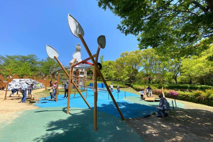 高松市「峰山公園」はにわっ子広場のターザンロープも槍を模したようなデザイン