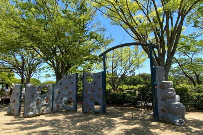 高松市「峰山公園」わんぱく広場のボルダリングっぽいアスレチック