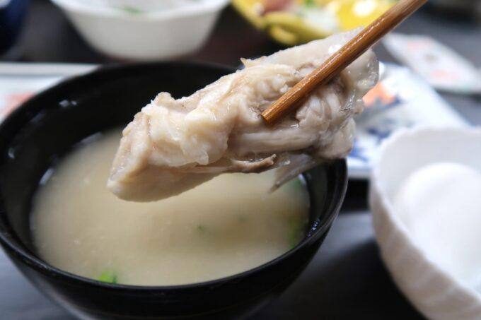 今治・大三島「旅館さわき」朝ごはんのこの日の味噌汁は魚汁だった