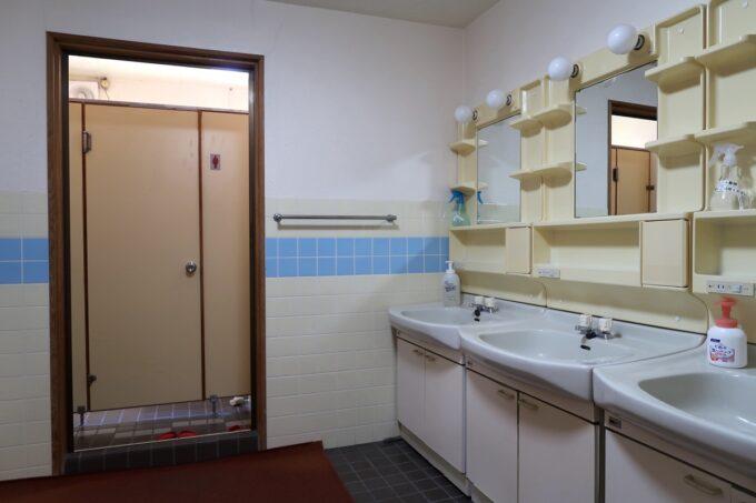 今治・大三島「旅館さわき」の集合トイレ