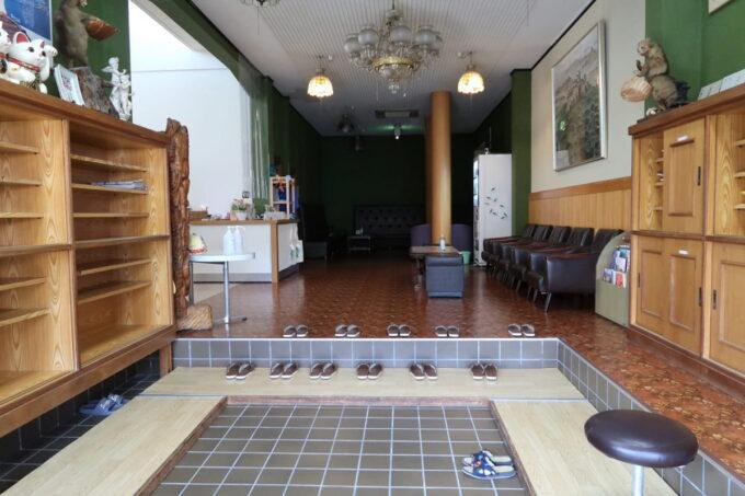 今治・大三島「旅館さわき」の広い玄関