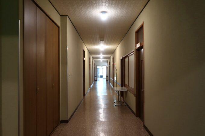 今治・大三島「旅館さわき」2階の客室廊下