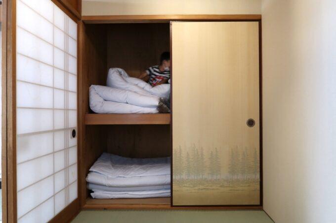 今治・大三島「旅館さわき」杉の間の押し入れ