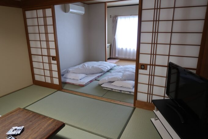 今治・大三島「旅館さわき」杉の間の寝室