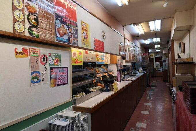 高松市「うどん市場 兵庫町店」の店内通路