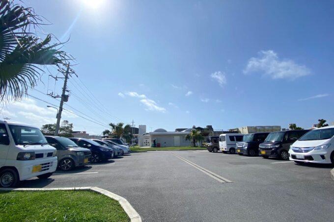 沖縄市「若夏公園」の駐車場