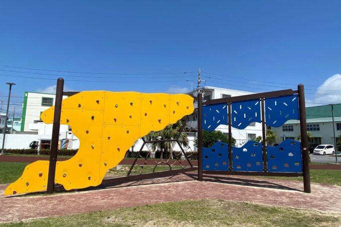 沖縄市「若夏公園」大きなウォール遊具
