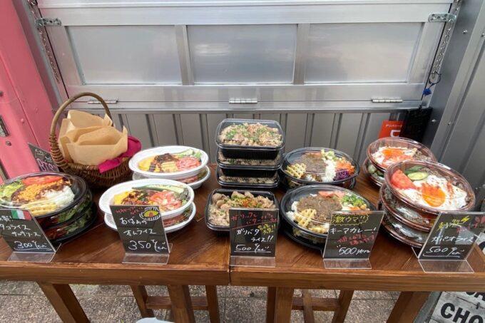 那覇・久茂地「4KLETT(シークレット)」の店頭で売られている持ち帰りのお弁当