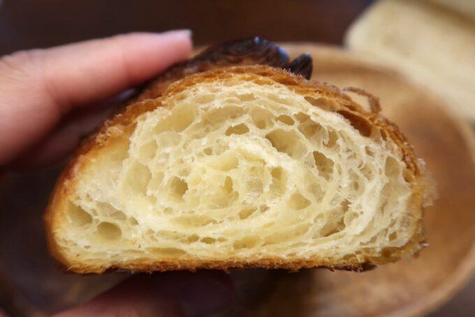 豊見城「Good Morning Bakery(グッドモーニングベーカリー)」クロワッサンの断面