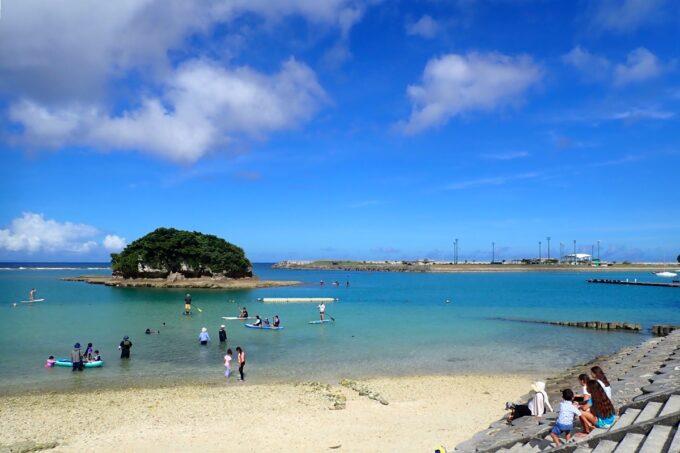 「嘉手納マリーナ」のビーチ