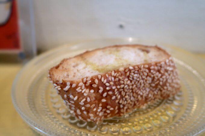 那覇市安里「Kitchen(キッチン)」ランチセットのセサミグラハムパン