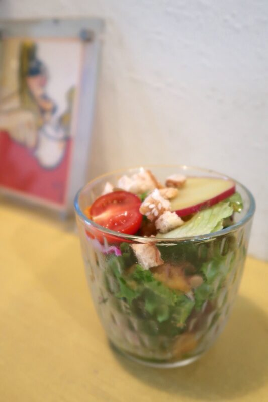 那覇市安里「Kitchen(キッチン)」ランチセットのグラスサラダ