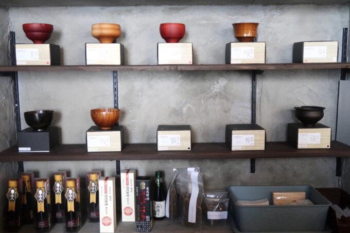 那覇市樋川「MEGURO miso soup stand(メグロミソスープスタンド)」お椀が並ぶ