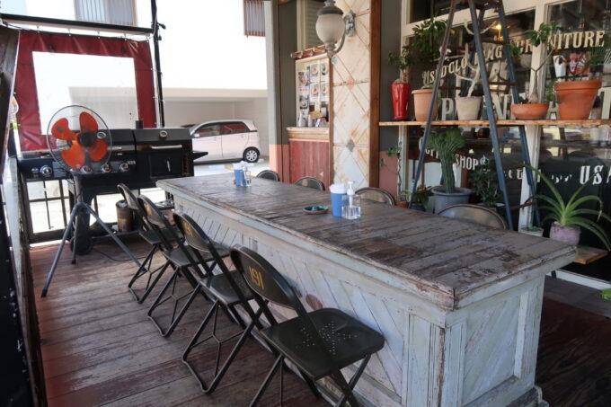宜野湾「PIPELINE COFFEE(パイプラインコーヒー)」のテラス席