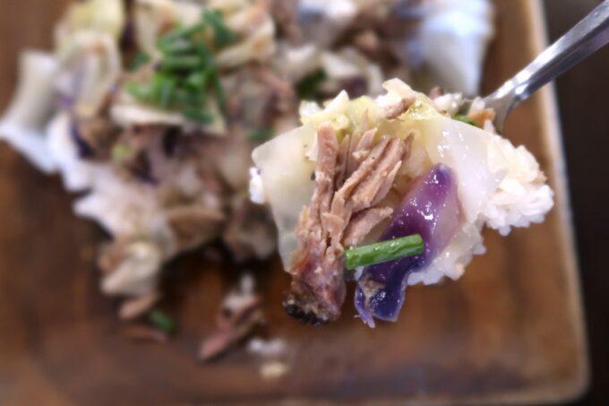 宜野湾「RIDER'S GARAGE CAFE&DINER(ライダースガレージ カフェ&ダイナー)」キャベツもお肉もたっぷりでおいしい