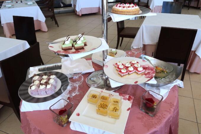 糸満「サザンビーチホテル&リゾート沖縄」サザンテラスのセレクトランチ、ワゴンのデザート