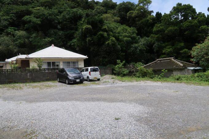名護市許田「守良屋(すろーやー)」の駐車場