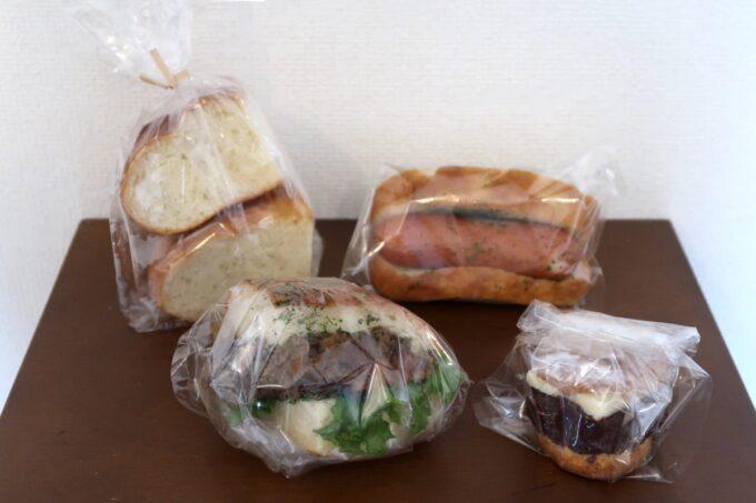 宜野湾「TAROTOMARU BAKERS.(タロトマルベイカーズ)」で購入してきたパン