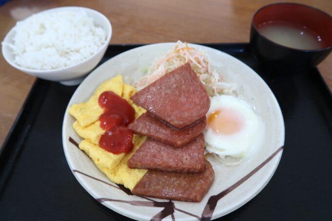 豊見城「えびす食堂」ポーク玉子(650円)