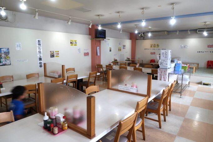 豊見城「えびす食堂」の店内