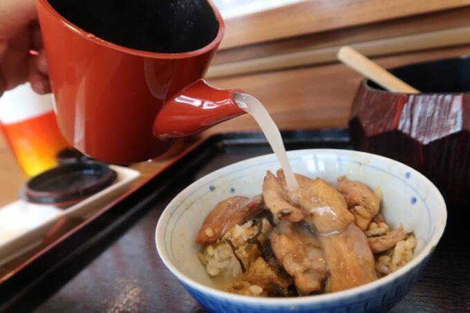 那覇市泉崎「串焼き鷄冠木」鷄まぶし4杯目は出汁とともに