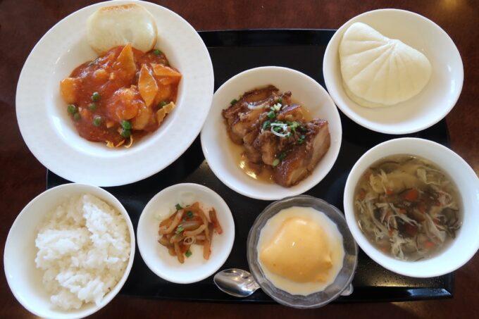 カヌチャリゾート「広東名菜 龍宮(りゅうきゅう)」ランチのFセット(剥き海老のチリソースと島豚肉の角煮)