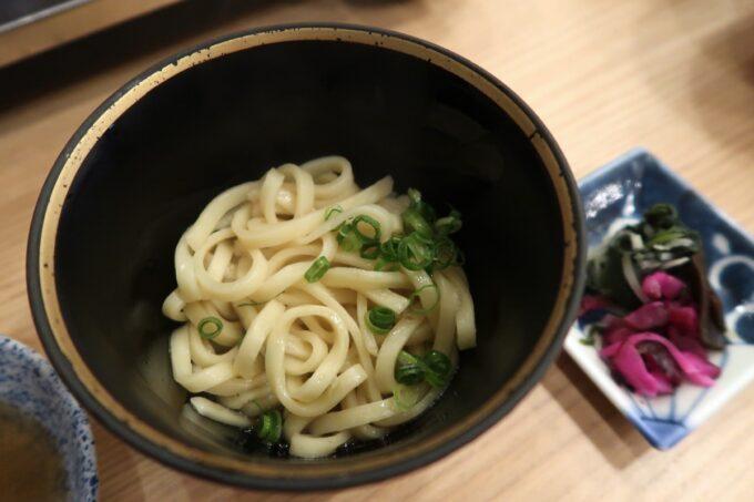 カヌチャリゾート「和食レストラン 神着(かぬちゃ)」シメの沖縄そば