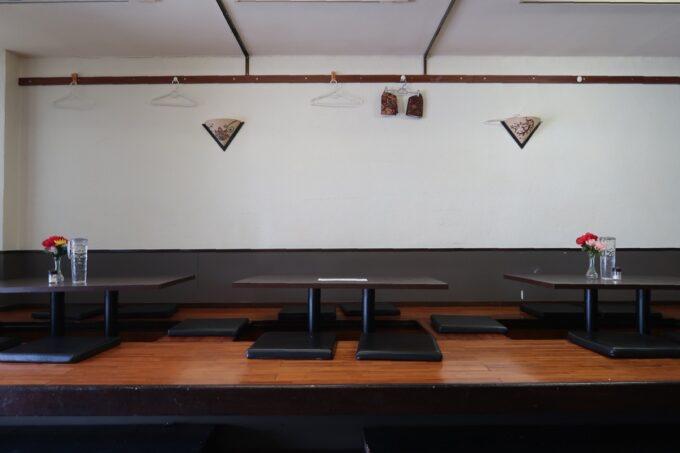 那覇市久米「ポロバシカレーハウス&スパイスセンター」の小上がり客席