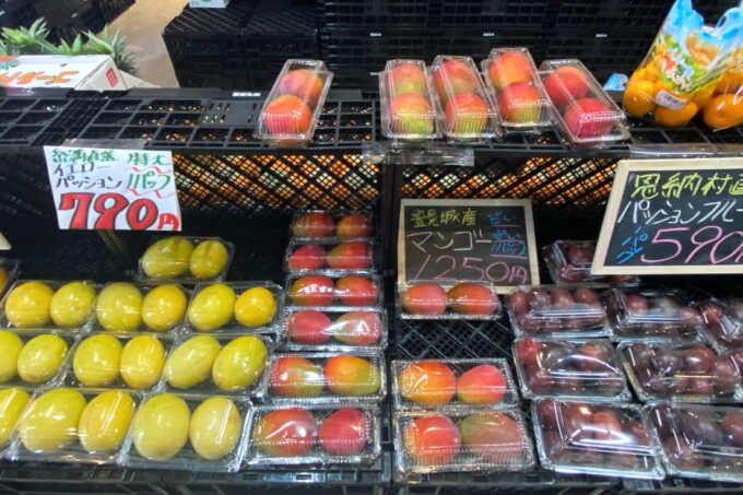 那覇市具志「旬果屋フルーツスタンド」県内外のフルーツや野菜も購入できる