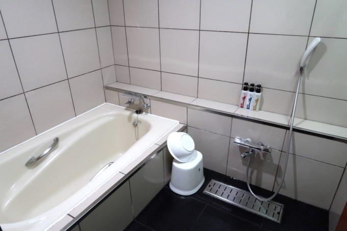 沖縄の老舗「カヌチャリゾート」ノースウィング ジュニアスイートのバスルーム