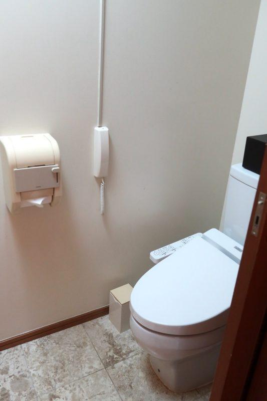 沖縄の老舗「カヌチャリゾート」ノースウィング ジュニアスイートのトイレ