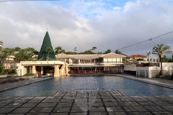 沖縄の老舗「カヌチャリゾート」冬場のガーデンプール